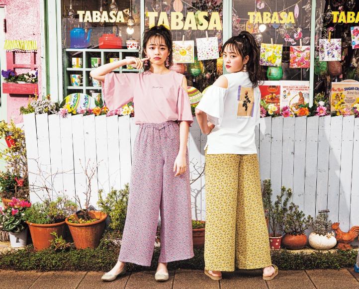 林芽亜里、深尾あむ「AND24LOVELY」二コラコラボのTシャツ